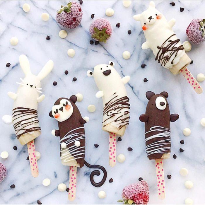Chocobananas decoradas como conejos y changos de chocolate