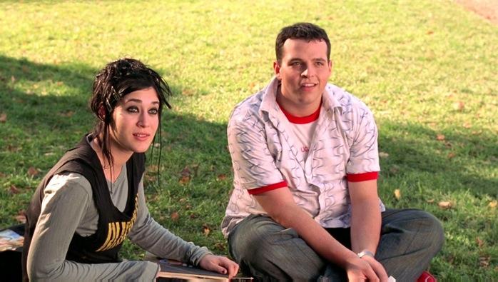 Jannis ian junto a su amigo. Escena de la película Chicas Pesadas