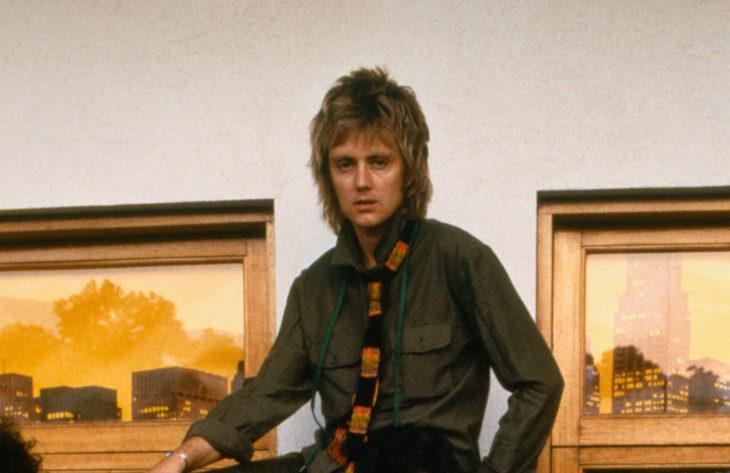 Roger Taylor posando para una fotografía