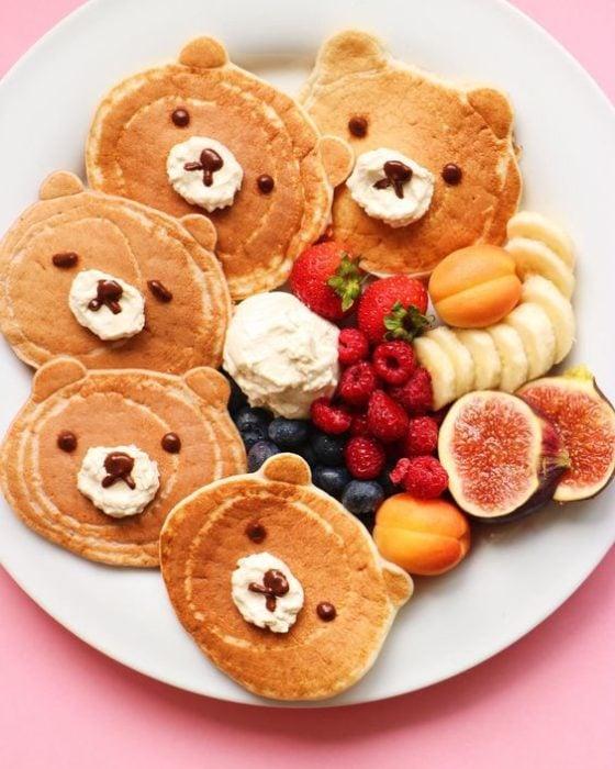 Hotcakes de ositos con fruta