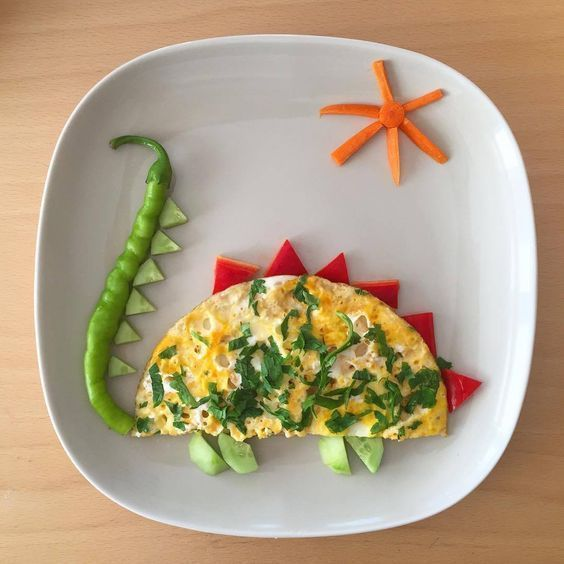 Tortilla de huevo en forma de dinosaurio