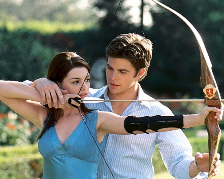 Escena de la película El diario de la princesa 2 en la que participan Anne Hathaway y Chris Pine