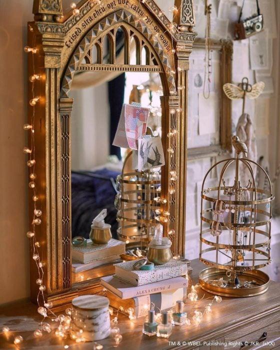 Espejo de tocador en forma del espejo de Erised