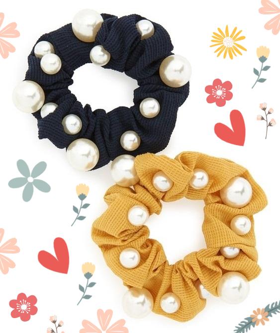 scrunchies decoradas con perlas blancas