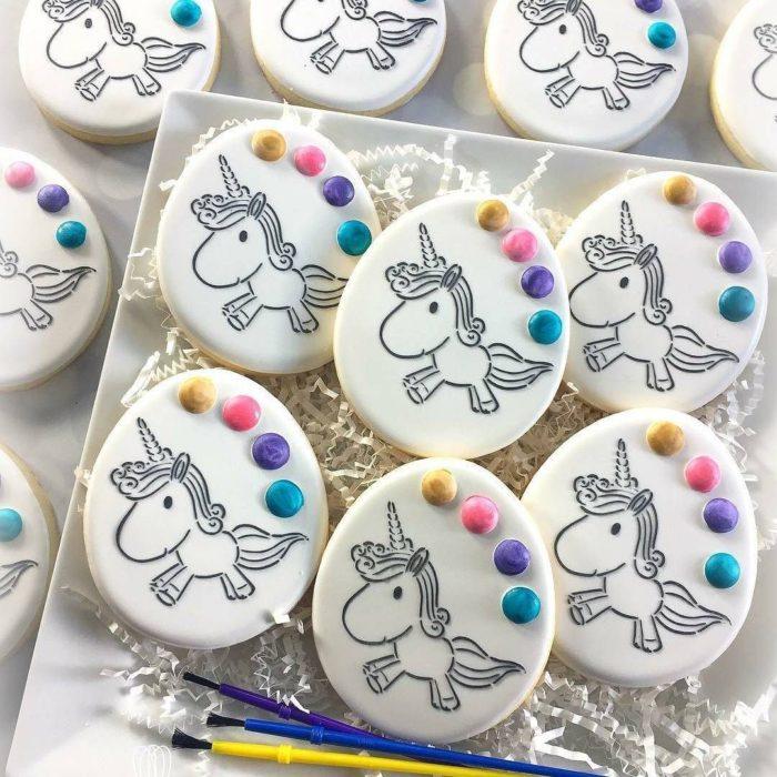 Galletas para festejar el día del niño de acuarela de unicornio