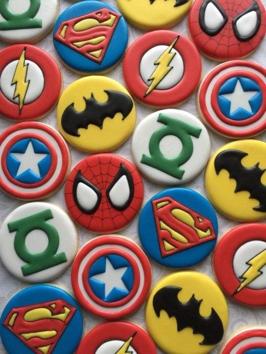 Galletas para festejar el día del niño de superheroes