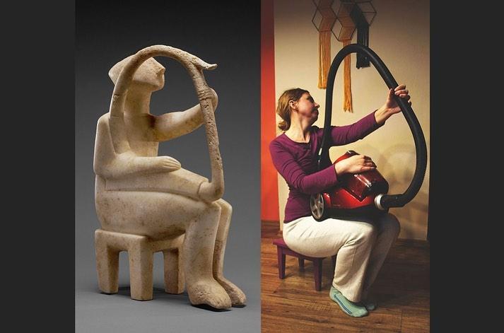 Mujer imitando obra de arte con una aspiradora