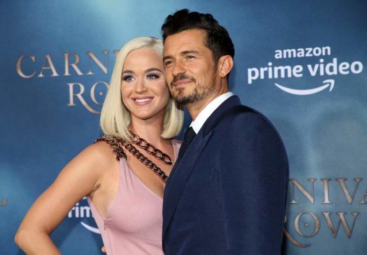 Katy Perry y Orlando Bloom en la alfombar azul de Amazon Prime