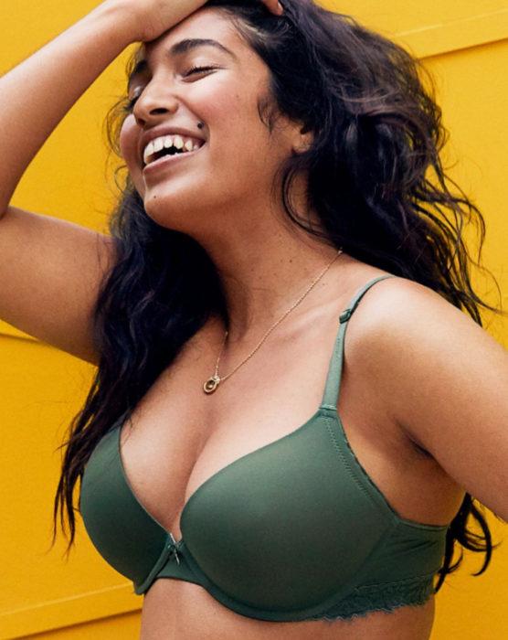 Brasier Aerie color verde militar para chicas curvy