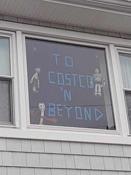 Letreros de animo que las personas están poniendo en sus ventanas para hacer que la cuarentena sea agradable