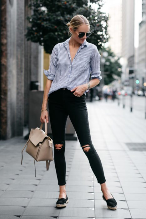 Girl wearing skinny black jeans and blue t-shirt