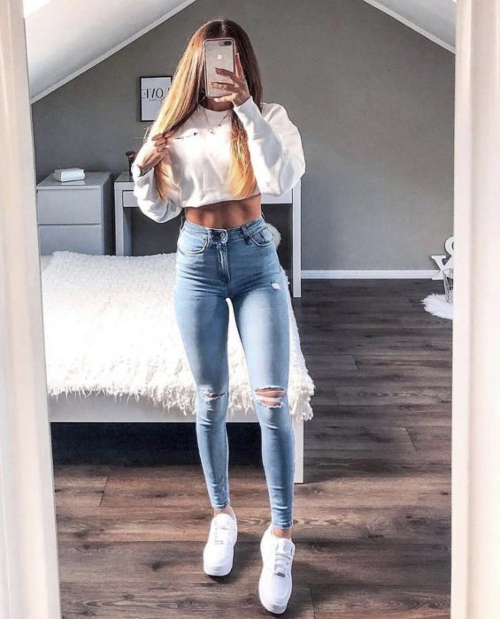 Girl wearing skinny jeans with shoes and white blouse