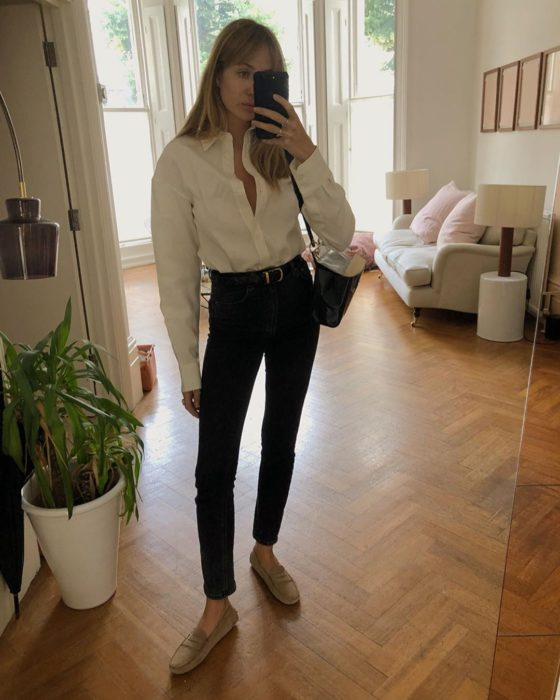 Girl wearing white t-shirt, skinny black jeans and gold shoes