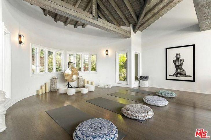 Espacio de Yoga en la mansión de Selena Gomez