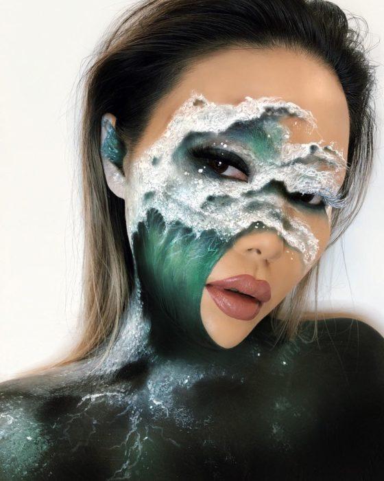 Maquillaje de ilusión óptica de ola de mar