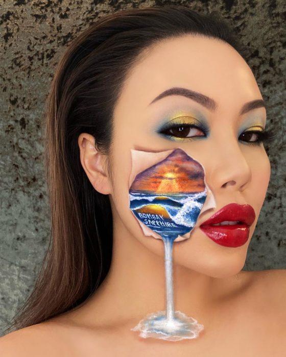 Maquillaje de ilusión óptica de rostro rompiéndose y desbordándose el mar