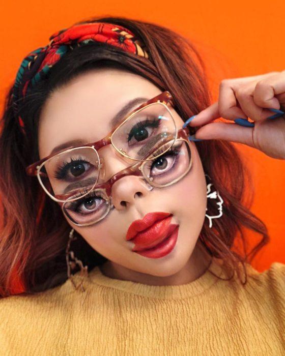 Maquillaje de ilusión óptica de dos lentes y 4 ojos