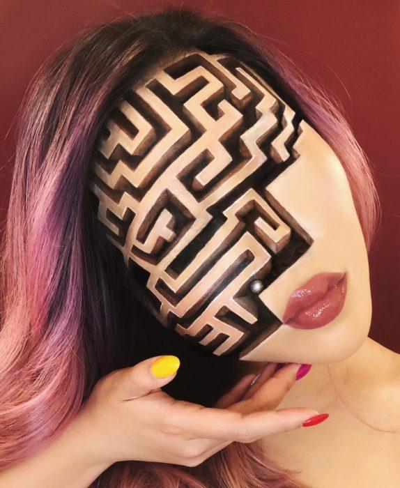 Maquillaje de ilusión óptica de un laberinto
