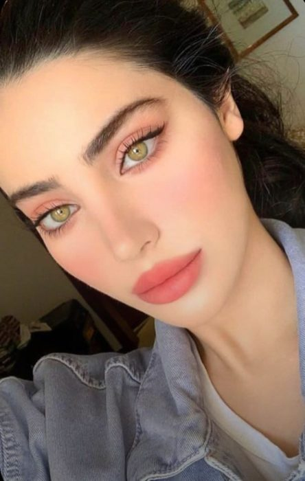 Maquillaje de ojos tono coral