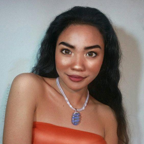 Chica con maquillaje similr al de Moana de la película de Disney Moana