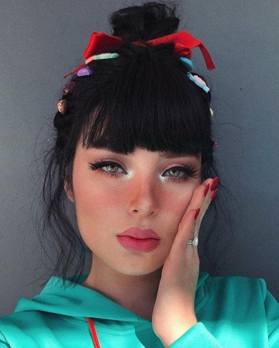 Chica con maquillaje inspirado en Vanellope de Sisney