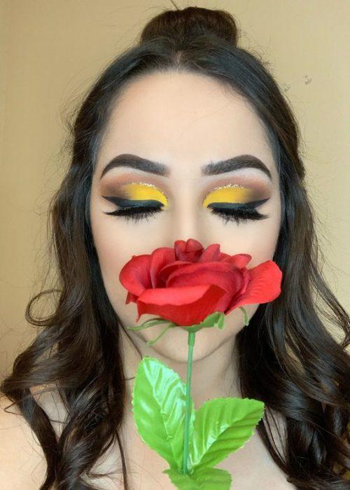Chica con maquillaje inspirado en Bella de La Bella y la bestia de Disney
