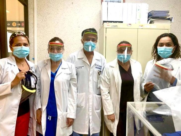 Niño Jorge Martínez Gracida fabrica máscaras y caretas para personal médico que lucha contra el Covid-19