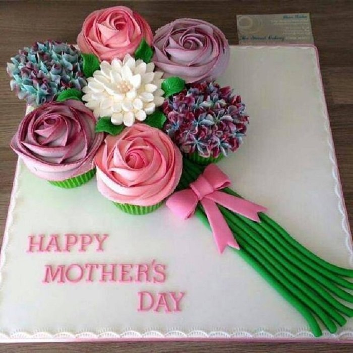 Pastel del día de las madres en forma de un ramo de flores