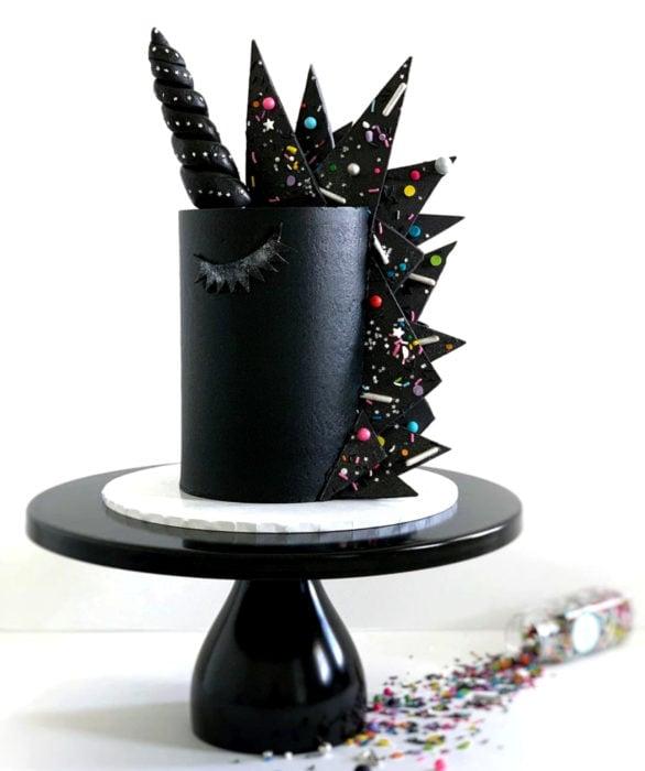 Pastel infantil de unicornio negro para el Día del Niño