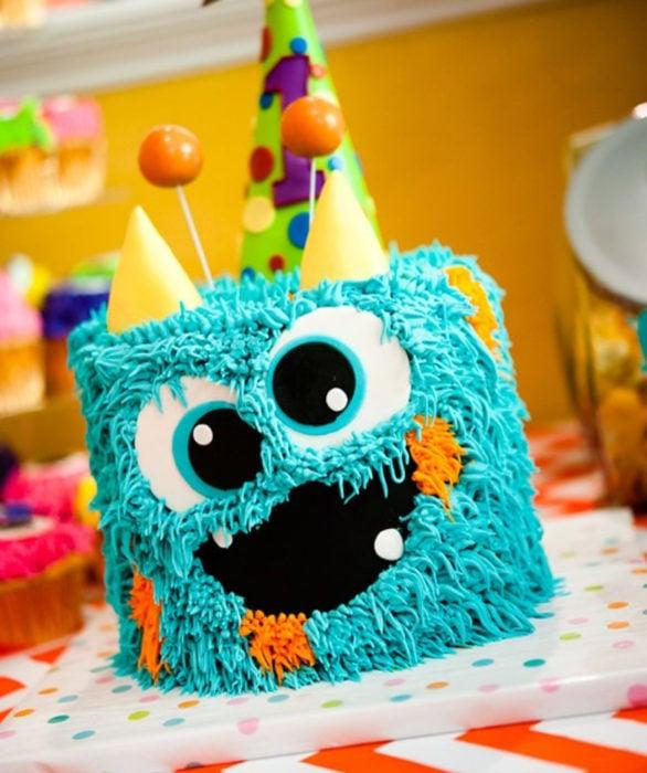 Pastel infantil de monstruo para el Día del Niño