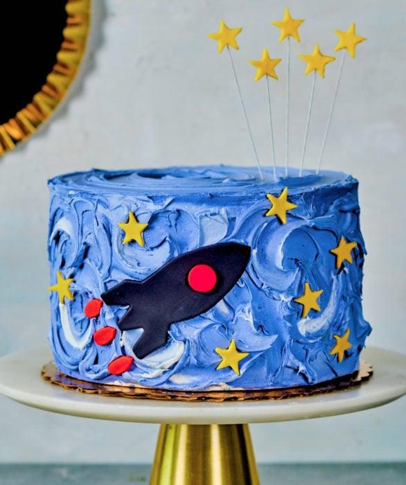 Pastel infantil de nave espacial para el Día del Niño