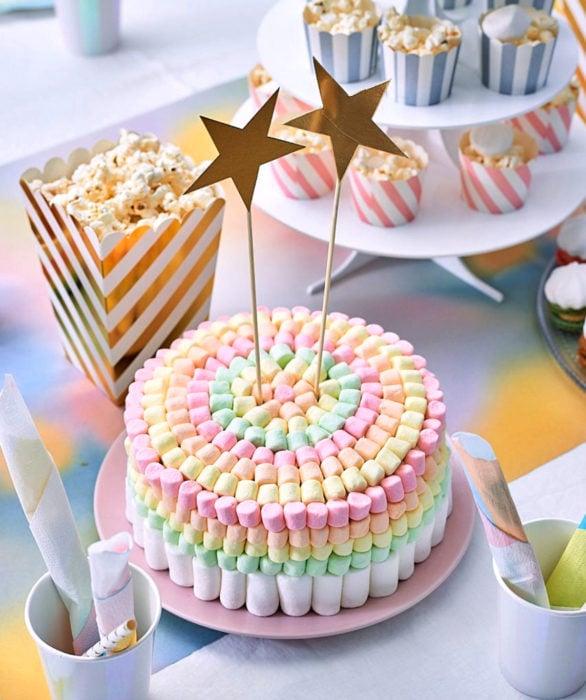 Pastel infantil de bombones para el Día del Niño