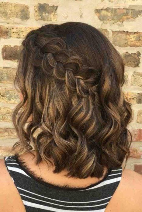 Peinado para cabello corto trenza de lado