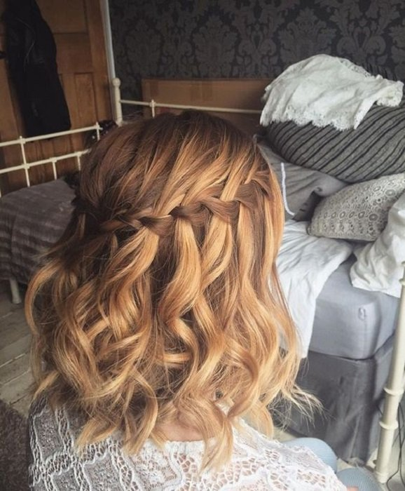 Peinado para cabello corto trenza en cascada