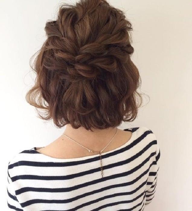 Peinado para cabello corto doble corona