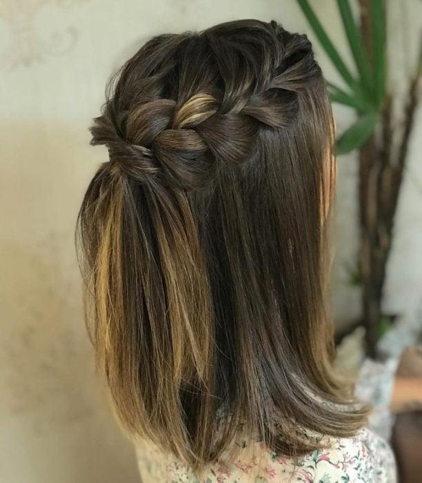 Peinado para cabello corto dos trenzas