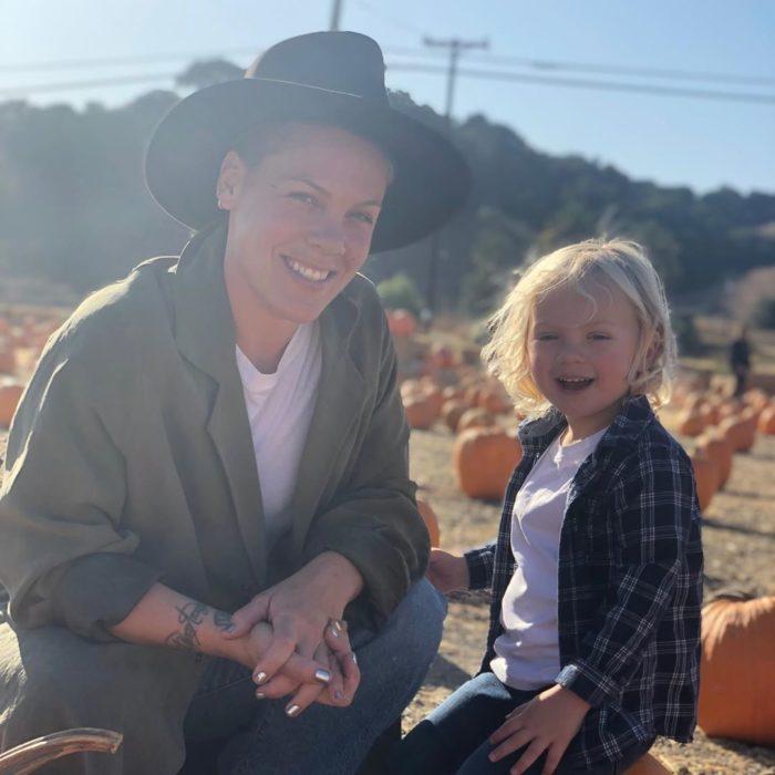 Pink y su hijo de 3 años, Jameson, dan positivo a coronavirus
