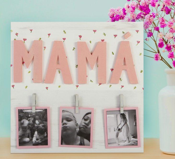 Cuadro con la palabra mamá y fotos