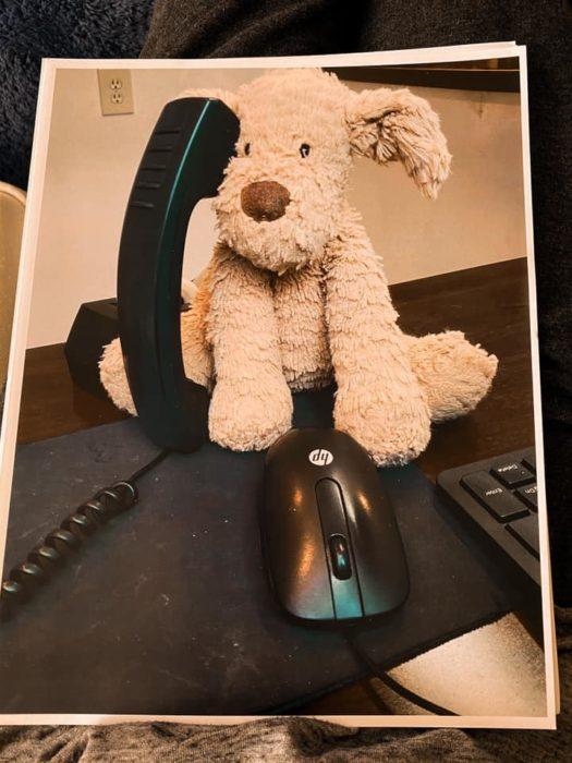 Ruff Ruff contestando el teléfono