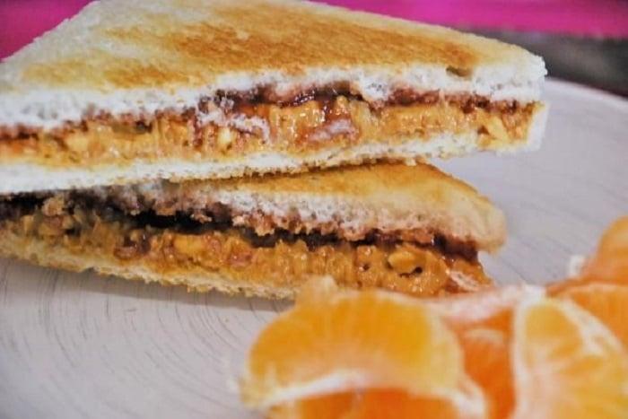 Snack saludable de sándwich de mantequilla de maní