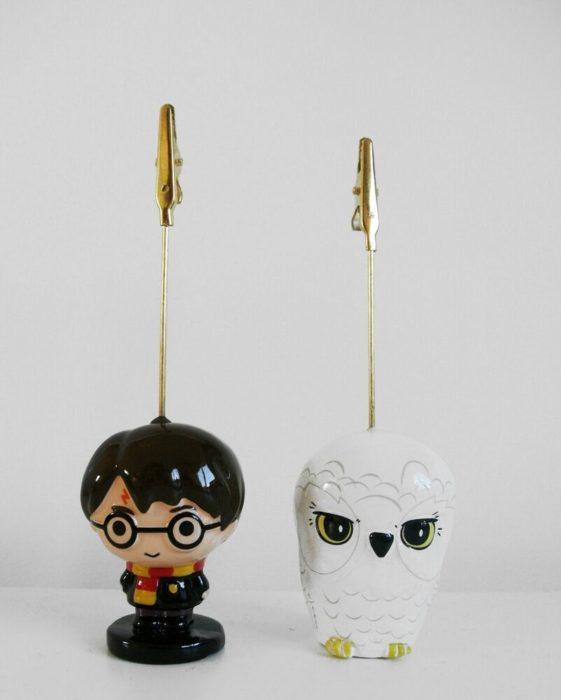 Sujeta papeles en forma de Harry y Hedwig
