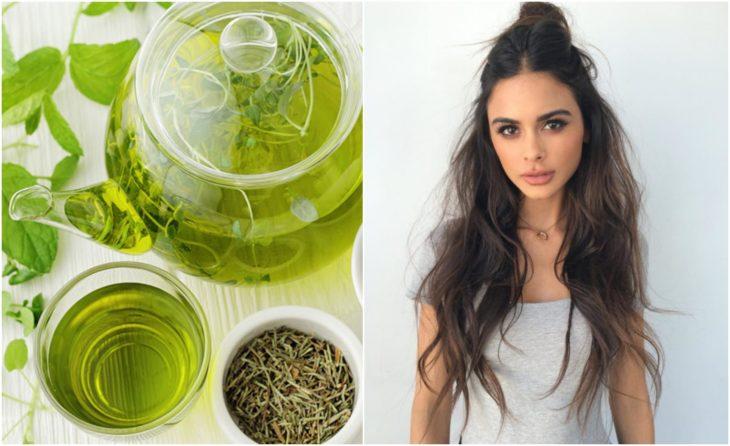 Chica con cabello largo junto a una jarra de té verde
