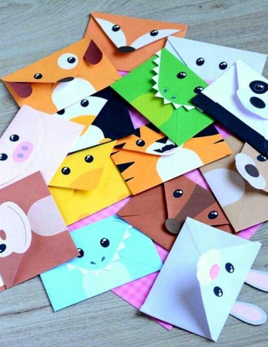 Tarjetas de felicitación infantiles para el Día del Niño; sobres de animales