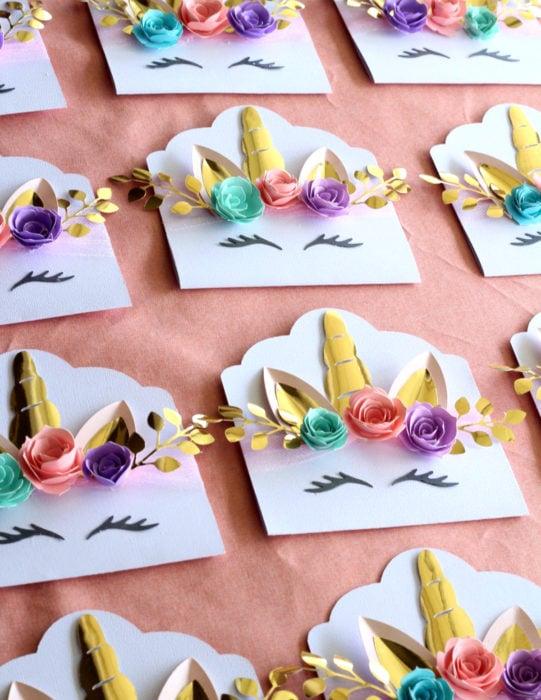 Tarjetas de felicitación infantiles para el Día del Niño; sobres de unicornio
