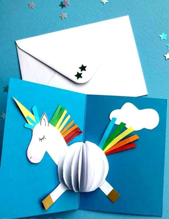 Tarjetas de felicitación infantiles para el Día del Niño; unicornio