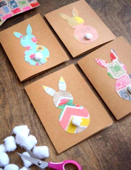 Tarjetas de felicitación infantiles para el Día del Niño; conejos con papel de regalo