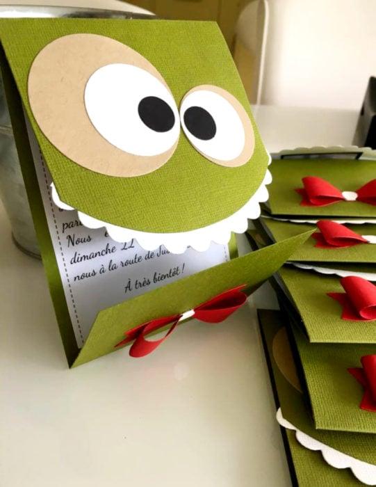 Tarjetas de felicitación infantiles para el Día del Niño; dinosaurio