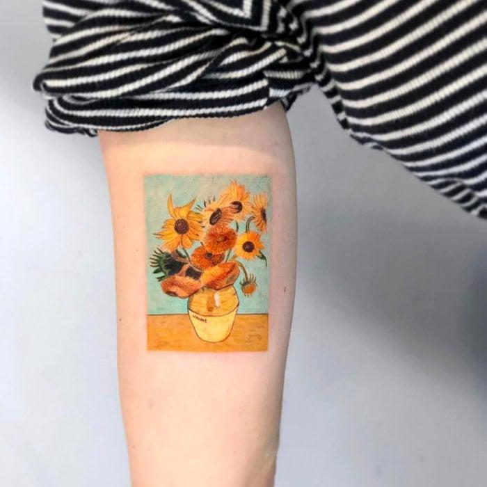 Tatuajes para regalarle a mamá el 10 de mayo; Girasoles de Vincent Van Gogh