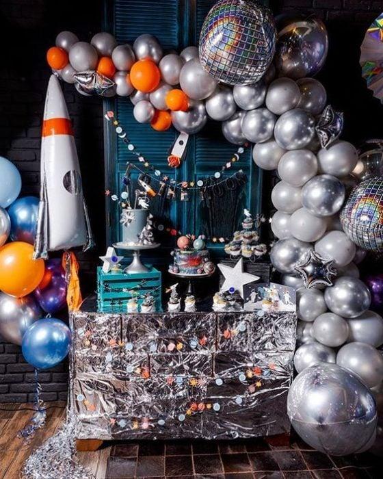 Temática de fiesta infantil espacio