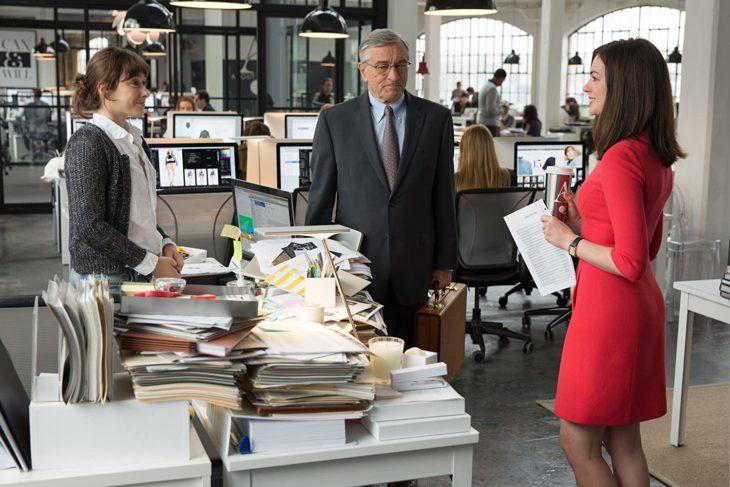 Escena de la película Pasante de moda, cuando Jules conoce a Ben